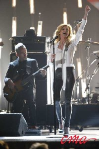 Faith Hill performing
