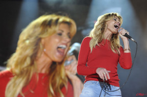 Faith Hill belting it out